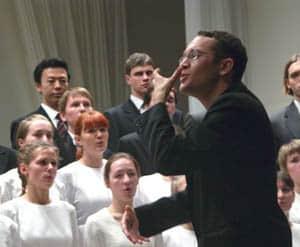 Нынешний дирижер хора Николай Маташин – ученик Георгия Терацуянца