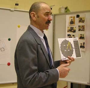 Владимир Малегин показывает индивидуальный тригонометр