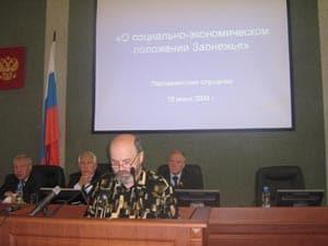 Вячеслав Агапитов говорил об уникальности Заонежья. Слева от него - Николай Левин и Валерий Дубов