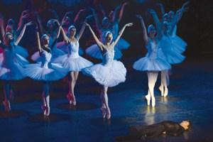 Сцена из балета ''Лебединое озеро''