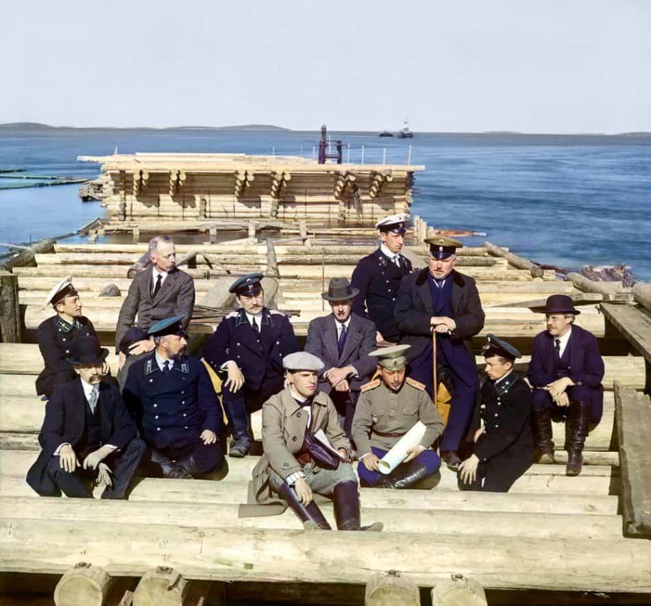 С.М. Прокудин-Горский. Группа участников ж.д. постройки. Остров Попов. 1916 год