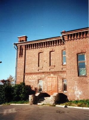 Фрагмент бокового фасада. Фото 2002 года