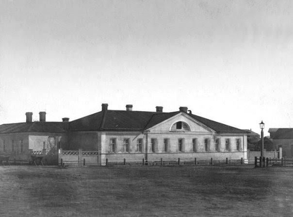 Дом по Английской улице, в котором жил Г.Р.Державин, стал началом Палатского переулка. С фотографии Я. Пекарского, 1884 год
