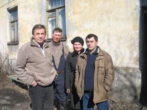 Лев Бурин (первый слева) и ушедшие с ним педагоги ДХШ