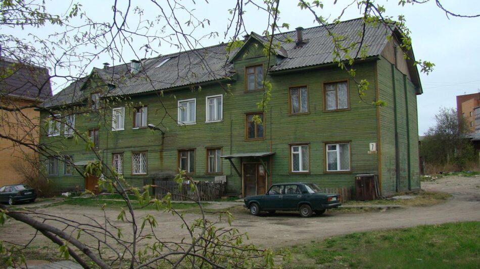 Петрозаводск. Восьмиквартирный жилой дом на улице Профсоюзов. Фото мая 2009 года