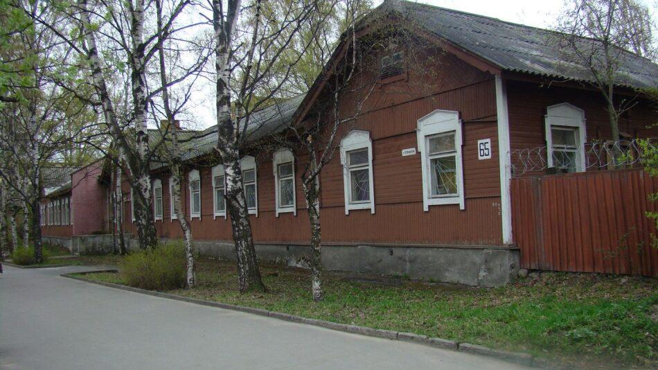 Петрозаводск. Здание на Первомайском проспекте. Фото мая 2009 года