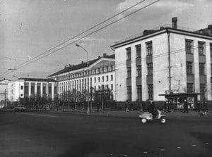Здание ПетрГУ. Архитектор В.И. Антохин