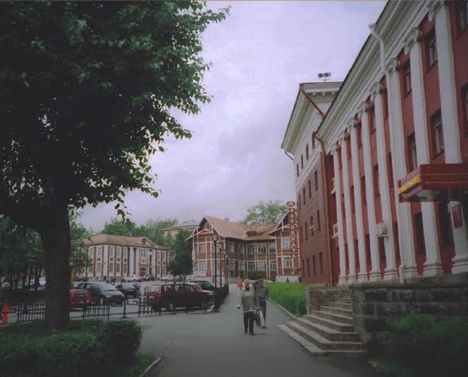 Вид на ансамбль с улицы Энгельса
