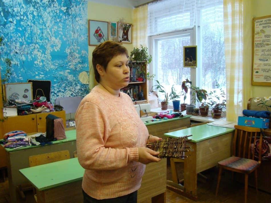 Алевтина Августовна Каренина показывает оберег