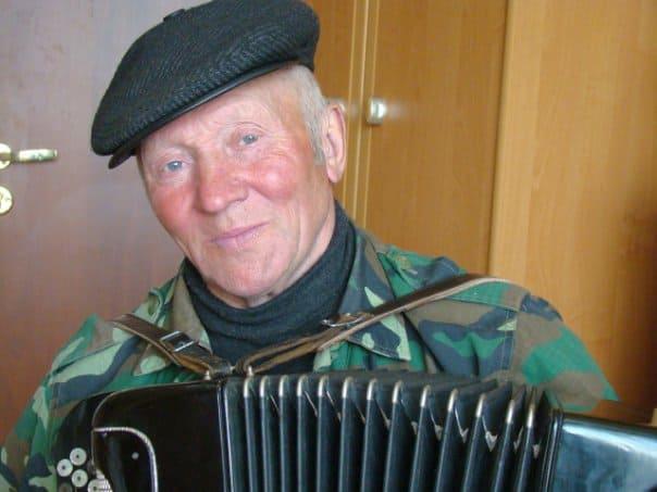 Валентин Евгеньевич Заборщиков, местный поэт-песенник и прадолюбец. Фото Ирины Ларионовой