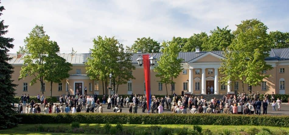 Площадь Ленина в день открытия музея. Июнь 2010 года