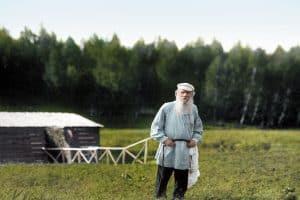 Лев Толстой в Ясной Поляне, 1908 год.  Фото Карла Буллы