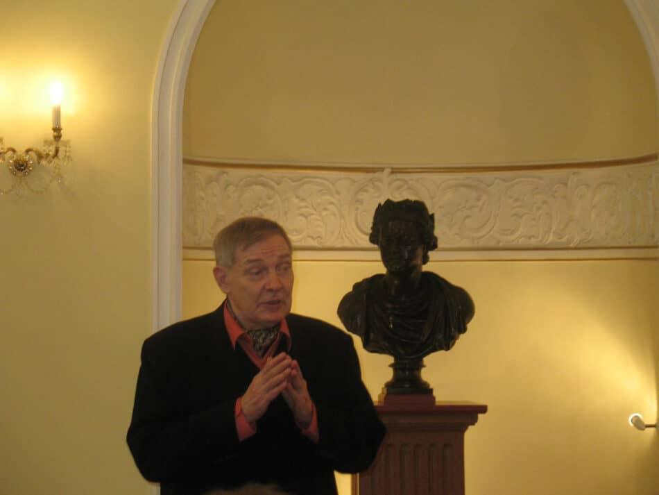 Валерий Ананьин на презентации своей книги