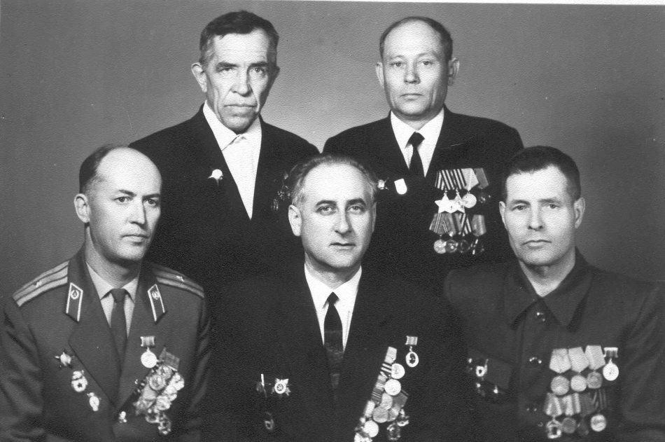 Встреча однополчан 9 мая 1970 года в Перми. Михаил Фишман в первом ряду в центре