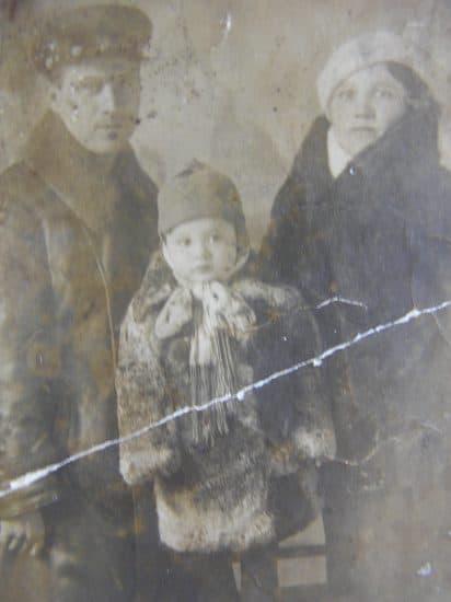 Семья Софиенко: Николай, Анастасия и их сын Гена. 1940 год