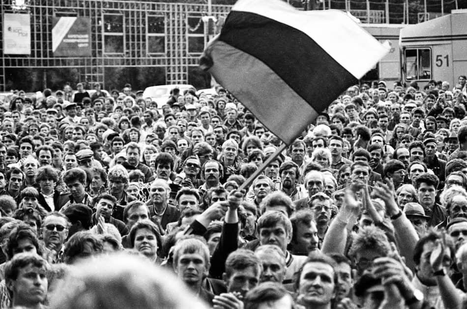 Митинг 20 августа 1991 года в Петрозаводске. Фото Владимира Ларионова
