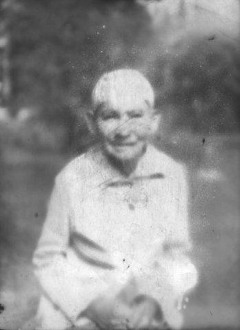 Вот такими я их и вижу; в дымке и похожими на ангелов. Моя прабабушка Анна Кировна.