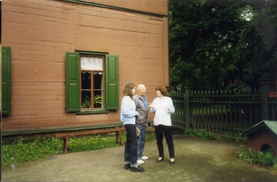 Дом-усадьба Л.Н.Толстого в Хамовниках М. Швейцер, И. Фрадкова с экскурсоводом