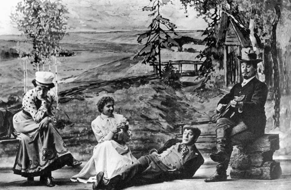 """Сцена из спектакля """"Вишневый сад"""" в постановке Станиславского, 1904 год"""