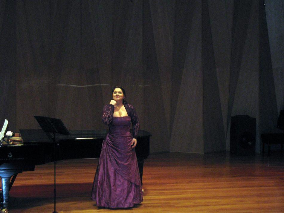 Олеся Петрова в Большом зале Петрозаводской консерватории, февраль 2012 года. Фото Натальи Мешковой