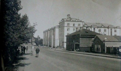 Исторический контекст проспекта Ленина - дом 13 постройки 1930-х годов