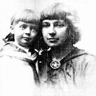 Двухголосие: Ариадна Эфрон и Ника Турбина