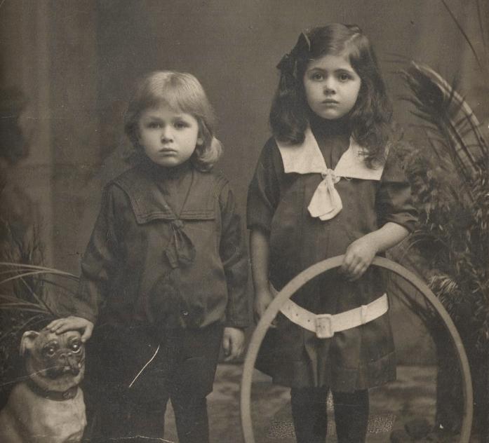 Нюта с братом Мишей. Девочка, которая проживёт целый век! Из личного архива