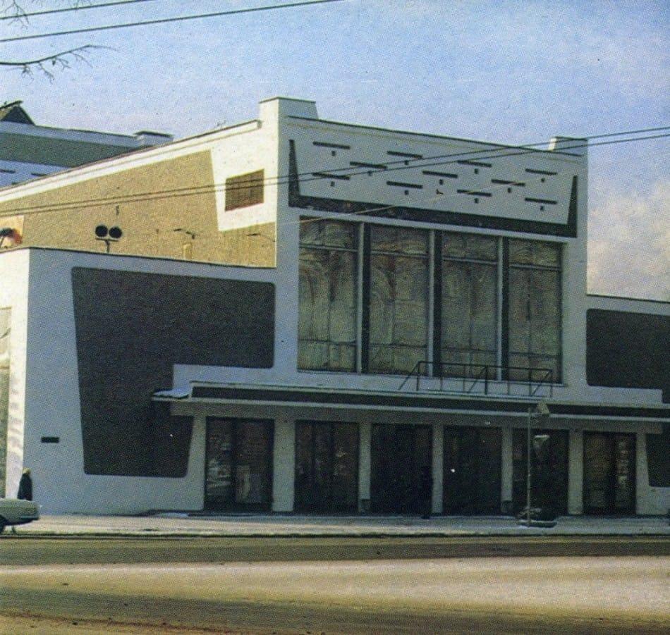 Савва Бродский. Старое здание Национального театра РК