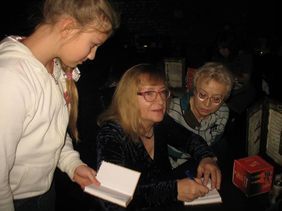 Автограф-сессия Елены Сойни