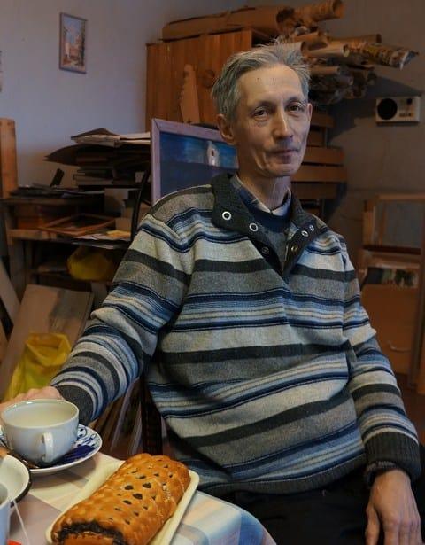 Борис Акбулатов в мастерской