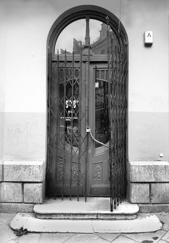 Дверь в запертую комнату