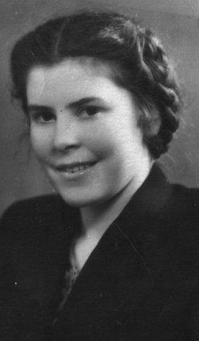 Моя мама, студентка Первого медицинского. Около 1950 года