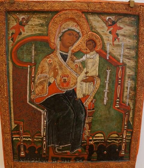 Иконы, прялки и юбки в карельской традиции