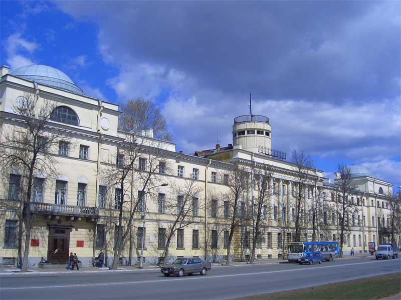Сейчас он называется Морской корпус Петра Великого — Санкт-Петербургский военно-морской институт