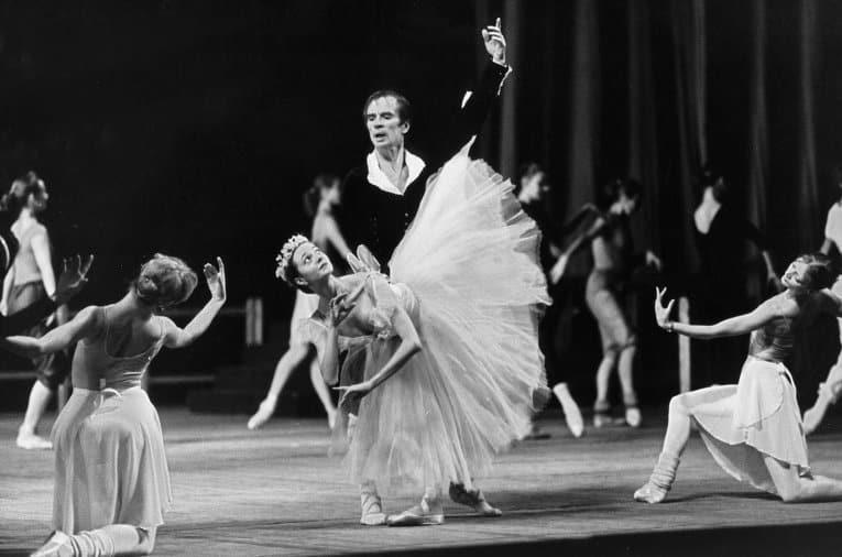 Жанна Аюпова на репетиции балета «Сильфида» с Рудольфом Нуреевым. Фото Ю.Белинского, vaganovaacademy.ru