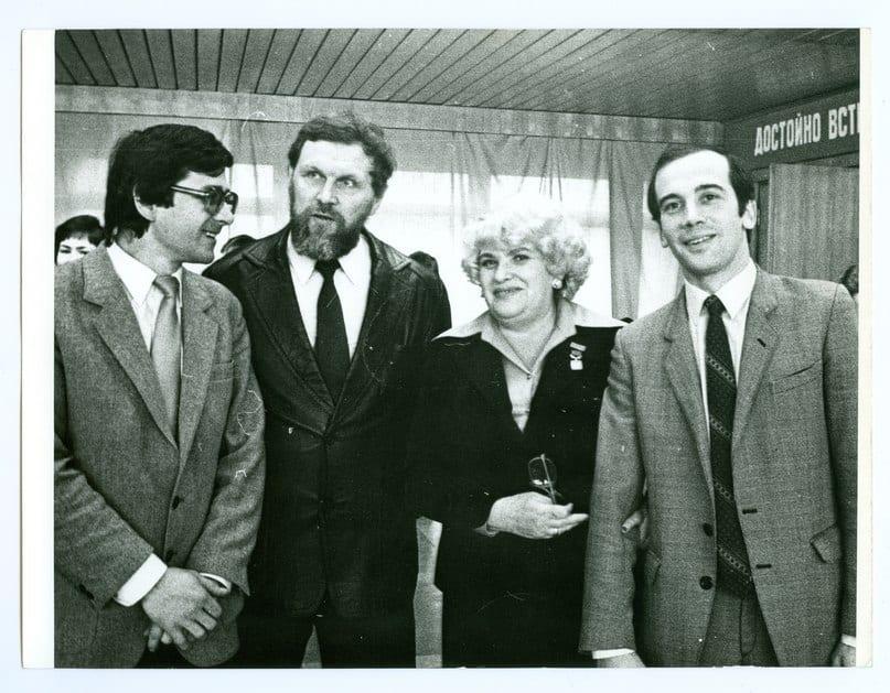 Инна Полонская с коллегами-журналистами. Слева направо Юрий Шлейкин, Евгений Давыдов и Дмитрий Свинцов