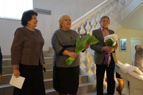 Автора поздравляет министр культуры Елена Богданова