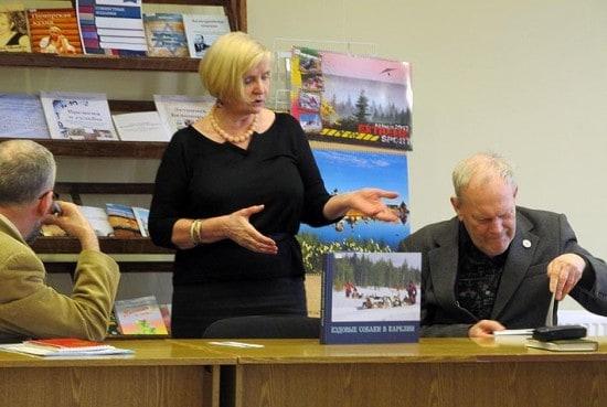 Книги представила сотрудница Книжной палаты Надежда Петропавловская
