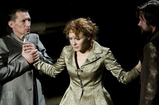 Сцена из спектакля «Настасья Филипповна» . Фото Юлии Утышевой