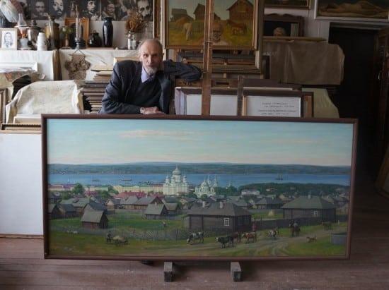 . В. Чекмасов у своей картины, посвященной дореволюционному Петрозаводску