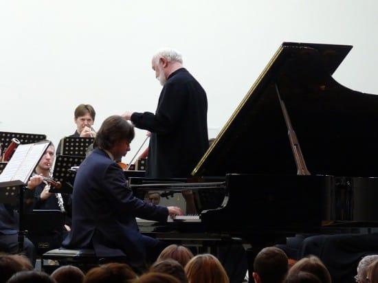 Яков Кацнельсон на сцене Карельской филармонии
