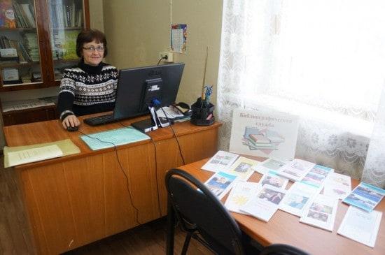 У Галины Сергеевой 17-летний  стаж работы в библиотеке. Сейчас она заведующая библиографическим сектором.  Под ее руководством только что завершилась  третья библиографическая игра «Эврика-2» с участием восьмиклассников средней школы №1, во время которой школьники обучались работе с обычным и электронным каталогом