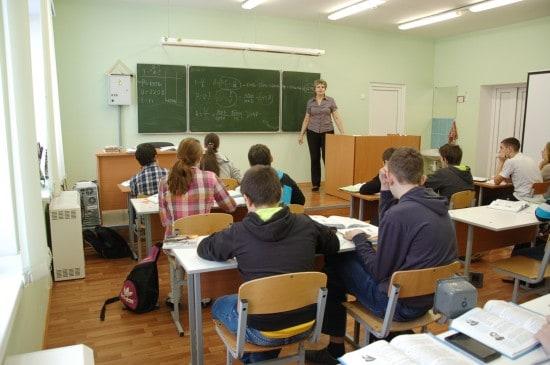 Урок физики в восьмом, самом многочисленном классе