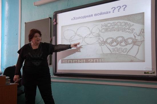 Мария Леонидовна Цветкова на уроке истории