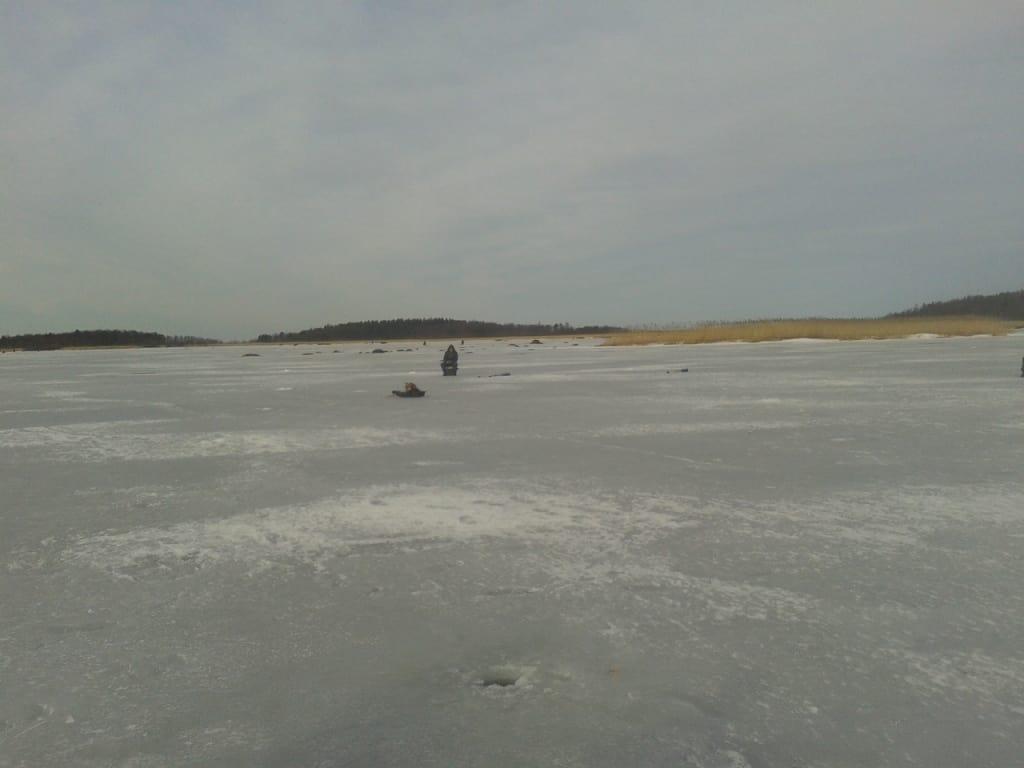 Рыбакам напомнили о правилах безопасности
