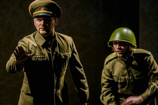 Главнокомандующий - Сергей Яковлев (слева), шофер Лёха - Александр Галиев