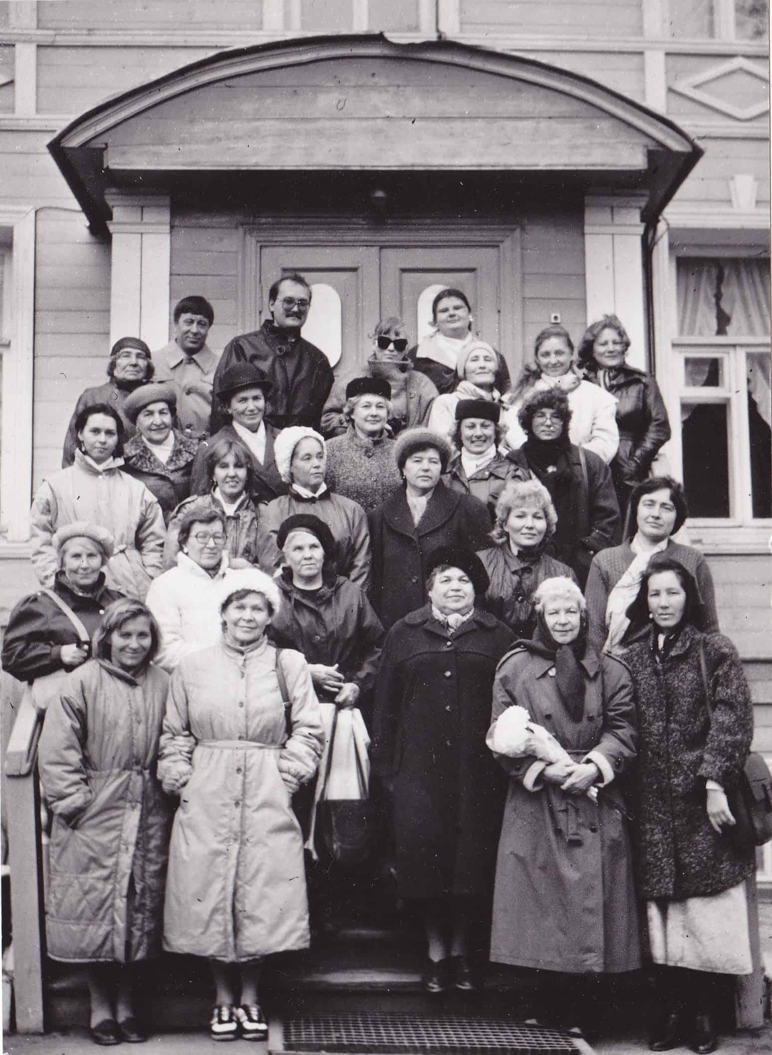 Марья-Леена Миккола среди писательниц российского Северо-Запада (в первом ряду вторая справа). Вологда, 1990 год