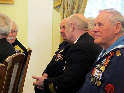 Участники вернисажа – ветераны