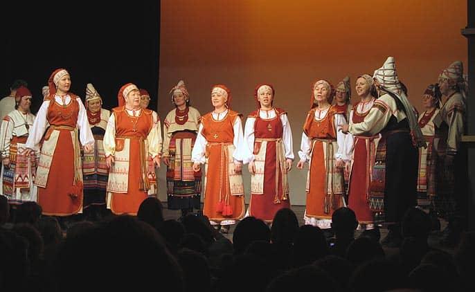 На сцене Вепсский хор и ансамбль Rindati