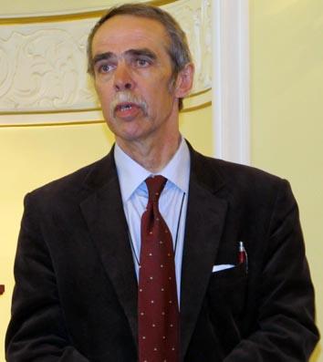 Автор выставки, заведующий научно-экспозиционным отделом Национального музея Сергей Титов
